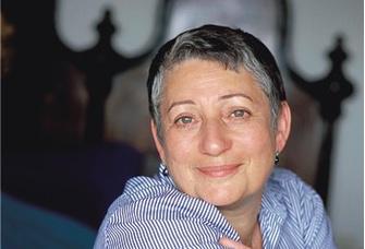 – одна из самых известных в России и переводимых за ее пределами писателей. Лауреат многих премий, от Букера до итальянской «Гринцане Кавур». Последние романы – «