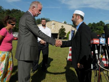 Негодующий пастор Терри Джонс с имамом Мухаммед Мусри