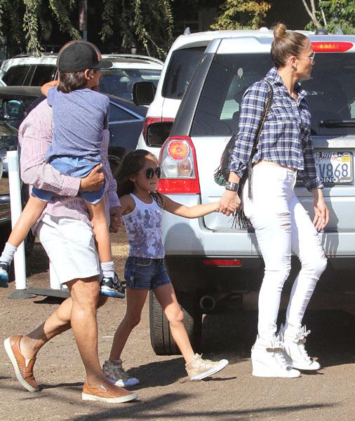 Дженнифер Лопес с дочерью Эммой и сыном Максом