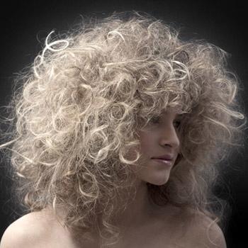 Чтобы придать волосам объем, можно просто посушить волосы феном, наклонив голову вниз.