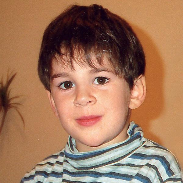 Максим. 4 года «Счастливый ребенок – это я!»