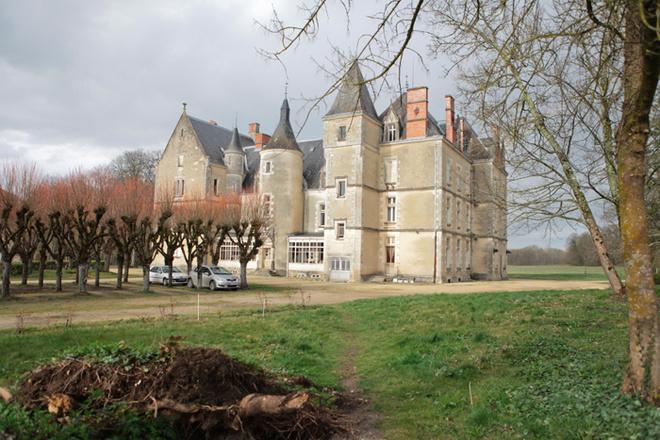 Замок ХV века Михаила Шемякина во Франции.