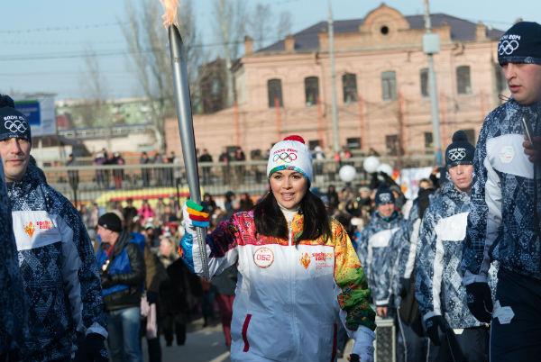 Заворотнюк пробежала с олимпийским огнем в родном городе