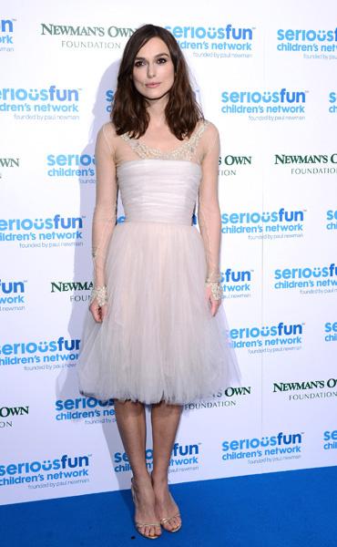 Кира Найтли в любимом платье на вечеринке зимой 2013 года