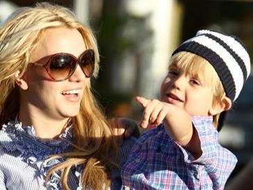Бритни Спирс со своим сыном Джейденом.