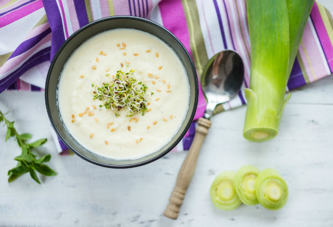 Крем-суп из картофеля и лука-порея фото