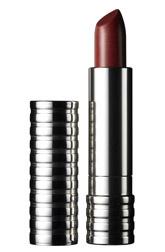 Помада Long Last Lipstick от Clinique. Обеспечивает максимальную интенсивность цвета, сохраняется на губах до 8 часов.