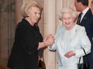 Королева Елизавета II встречает высокопоставленных гостей