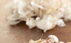 Как приготовить маринованный чеснок