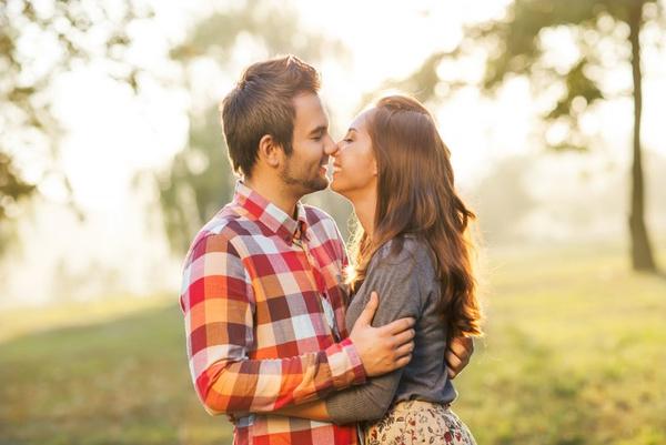 Различия между любовью и влюбленностью