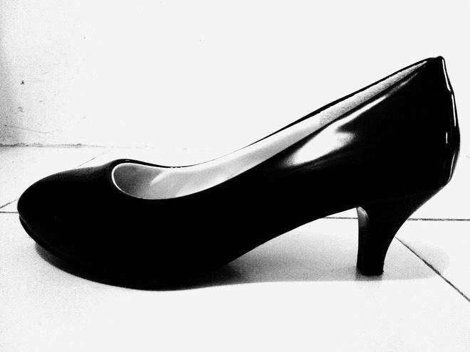 Лакированные черные туфли