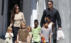 Анджелина Джоли и Брэд Питт прогулялись всей семьей в Новом Орлеане