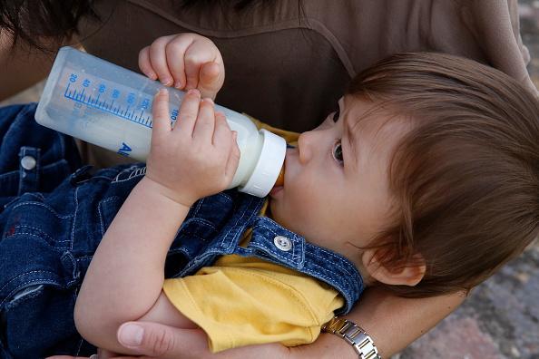 Когда ребенок не пьет смесь: что делать?