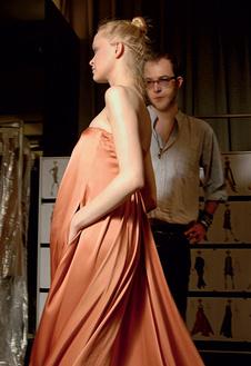 Марко Занини с моделью перед показом.