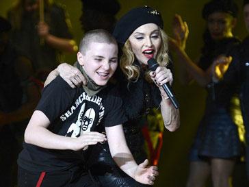 Мадонна (Madonna) спела дуэтом с сыном Рокко