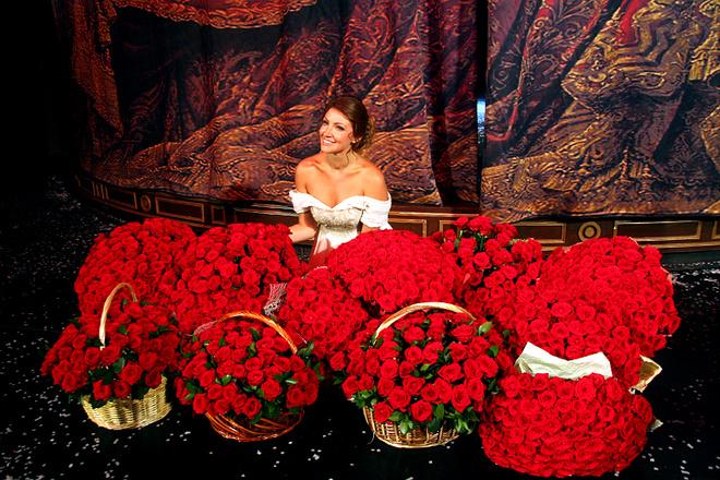 Анастасии Макеевой жених подарил миллион алых роз: фото