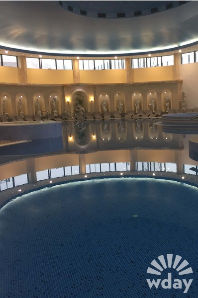 Бассейн с термальной водой в отеле «Извор» в сербском Аранджеловаце