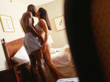 Постояльцев отеля заставят заняться сексом