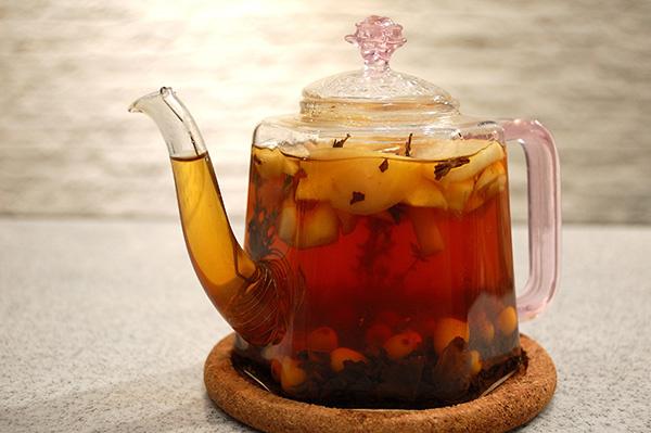 Чай с облепихой, яблоком и тимьяном
