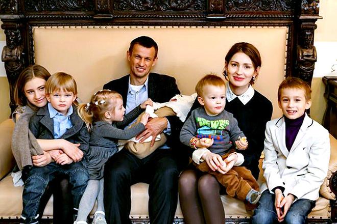 Тренер «Зенита» Сергей Семак удочерил больную девочку