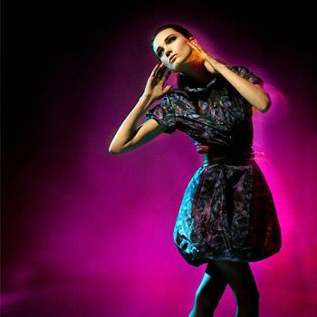 За летними жакетами, юбками и блузами чистых цветов и четких форм стоит отправиться в Monton.