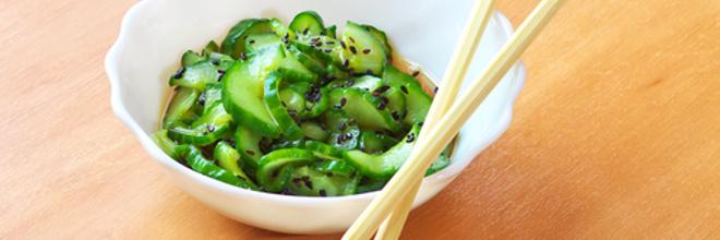 Корейский салат из огурцов с кунжутом