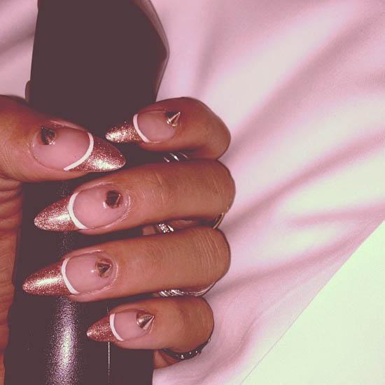 Рианна 2013: дизайн нарощенных ногтей фото