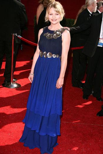 Эмили Де Равин (сериал «Остаться в живых»): ракушки хороши на побережье, но не на этом платье