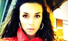 Анна Седокова выбирает наряды цвета страсти