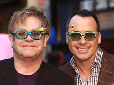 Элтон Джон (Elton John) продолжит бороться за ребенка