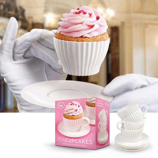 Формочки для мини-кексов Teacupcakes, Fred studio. Формочки для выпечки и одновременно сервировки кексов - необычное решение «два в одном». В наборе - 4 силиконовые чашки с пластиковыми блюдцами.