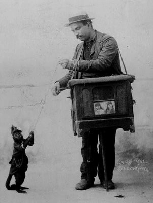 Шарманщик с обезьяной, 1900 год.