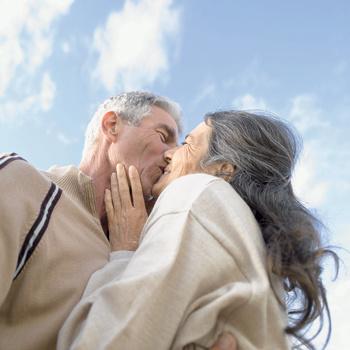 Никогда не надо прекращать заниматься любовью. Стоит перестать, и угасает желание, угасает тело
