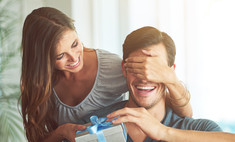 Что подарить избраннику на год отношений