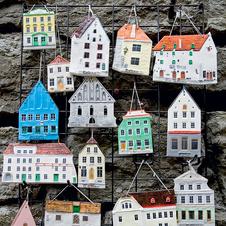 Любимый эстонский сувенир — фасады таллинских домов