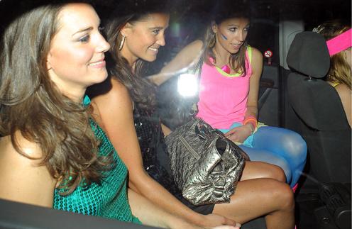 Пиппа и Кейт Миддлтон регулярно появляются в ночных клубах Лондона.