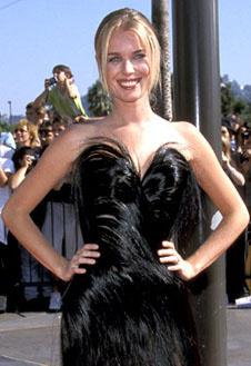 Актриса и модель Ребекка Ромин явно лишила оперения какую-то птицу (1998)