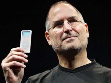 Стив Джобс с iPod