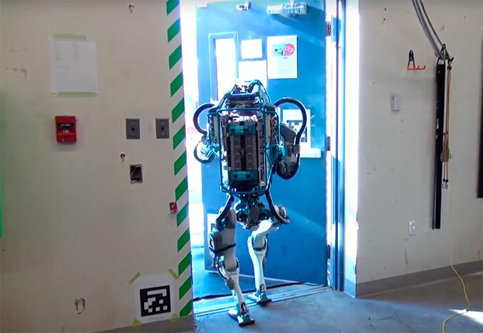 Видеоролик с роботом Atlas