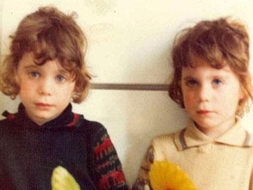 Близняшки Кэйт и Мэри Кэмпбелл в детстве