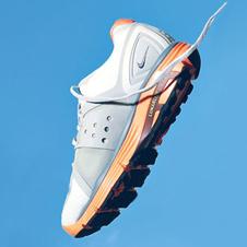 Nike, около 3200 руб.
