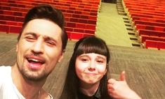 В Красноярске Дима Билан встретился со своей подопечной из шоу «Голос. Дети»