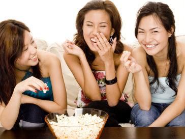 Девочкам-подросткам в период полового созревания лучше не злоупотреблять попкорном