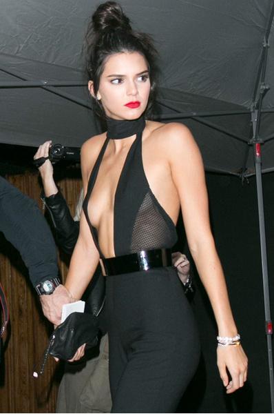 Кендалл Дженнер в голом платье: фото