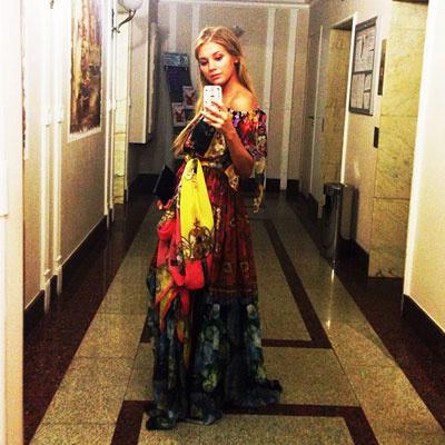 Беременная Кристина Асмус в платье Dolce & Gabbana