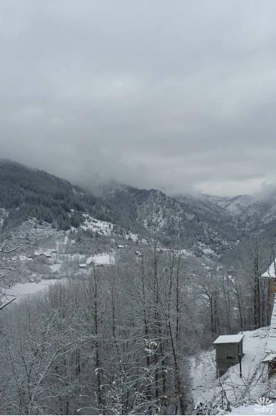 Деревня Кустурицы Мечавник зимой