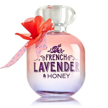Bath&Body Works Парфюмированная вода French Lavender&Honey – мечта сладкоежек. Судите сами: пахнет как салат из ежевики, мандаринов, нектаринов и спелой дыни, заправленный медом.