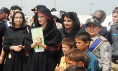 Анджелина Джоли встретилась в Пакистане с жертвами наводнения
