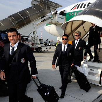 Сборную Италии встречали в ЮАР, как действующих чемпионов мира, а провожали под свист и топот ног.