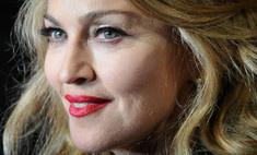 Мадонна не в состоянии надеть сапоги